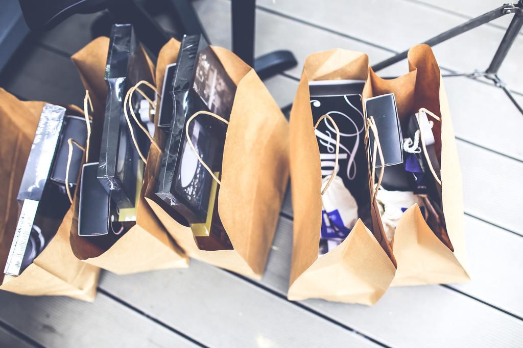 Brown shopping bags 5956